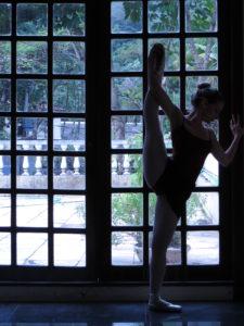 db40a48388 Fazer ballet sozinha em casa  pode ou não pode  - Tutu da Ju