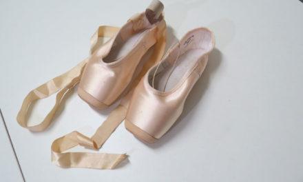 Como costurar a e amarrar sapatilha de ponta