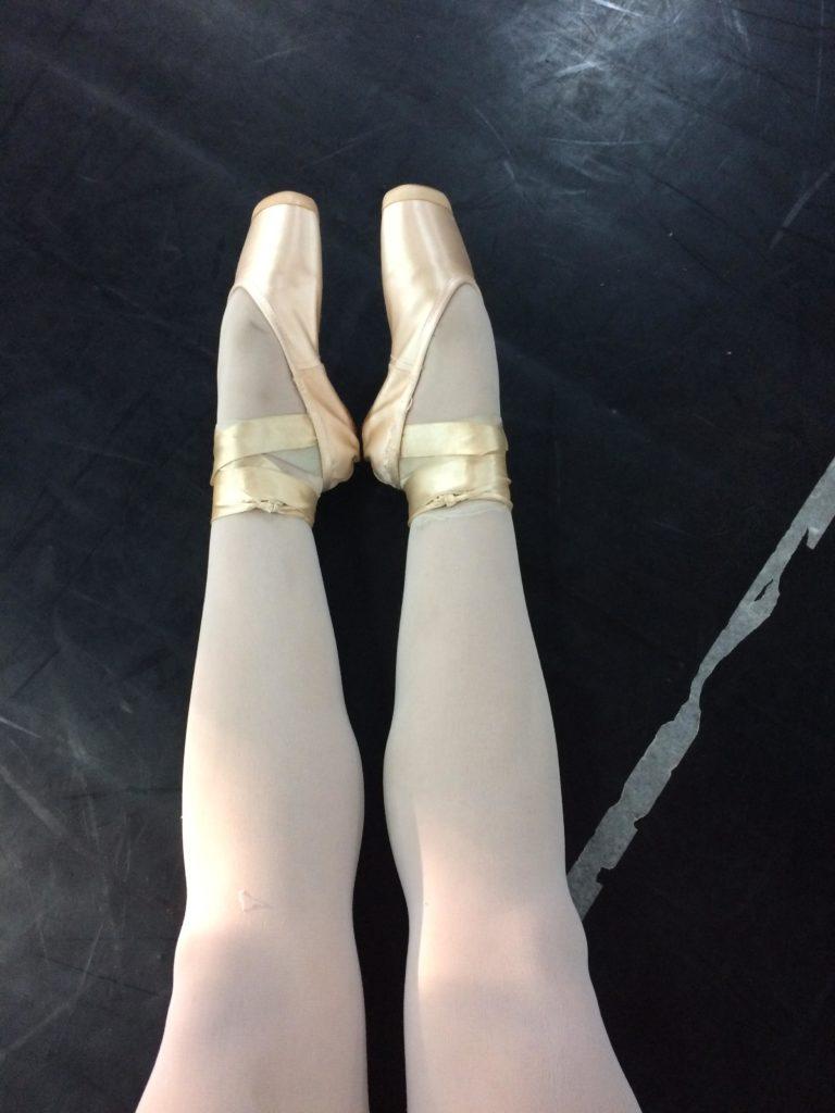 ec9fa644e9 Cuidados com os pés de bailarina - Tutu da Ju
