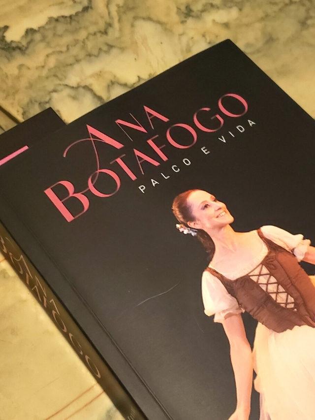 Ana Botafogo lança novo livro